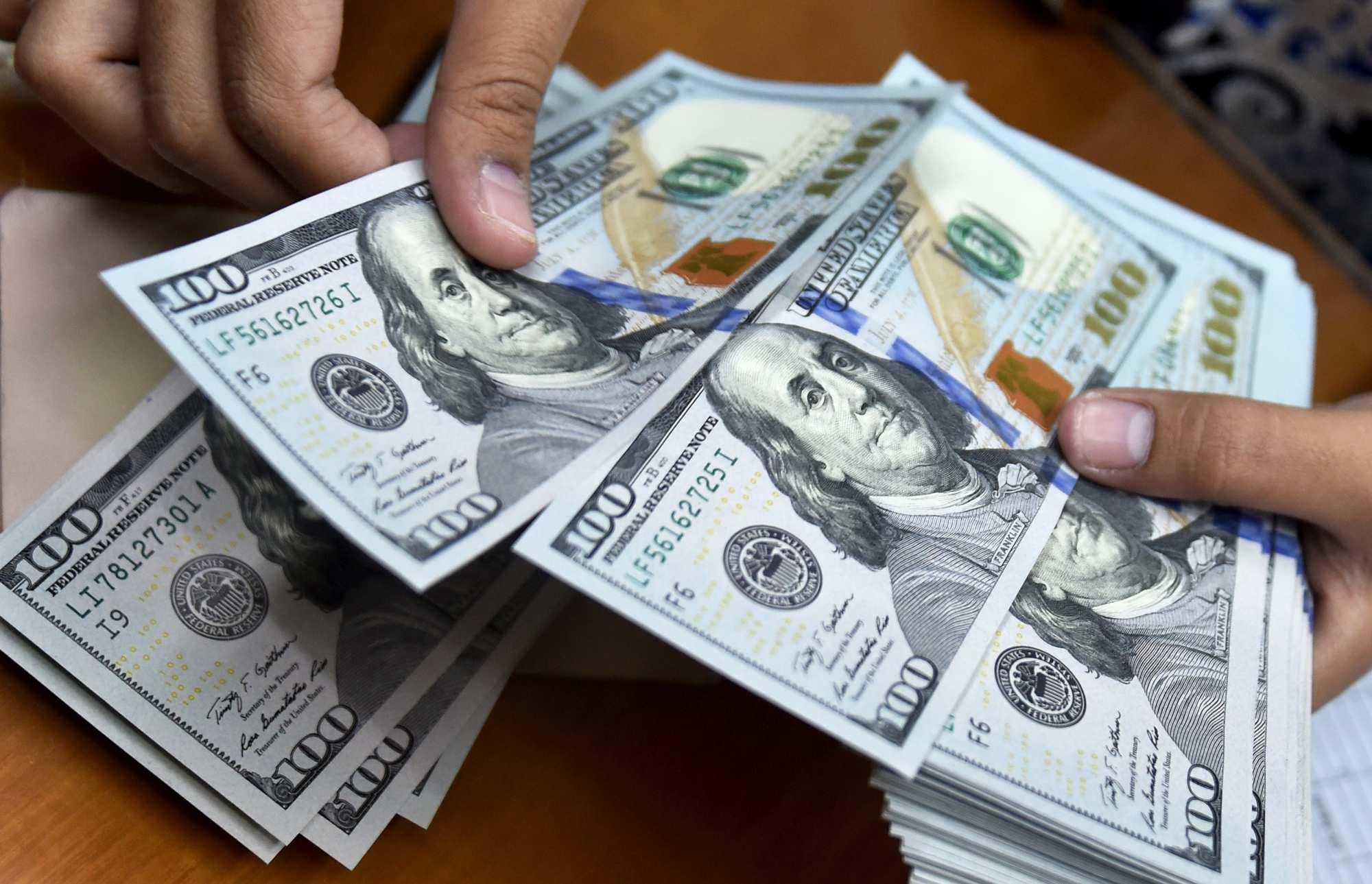 عقبنشینی نرخ دلار به میانه کانال ۲۵ هزار تومانی