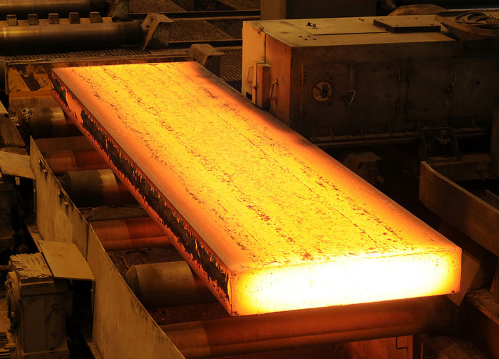 عرضه ناکافی شمش فولادی در بورس به تقاضا دامن میزند