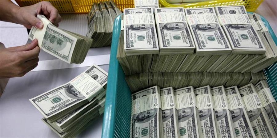 کاهش ۱۰۰ تومانی قیمت دلار در صرافیهای بانکی