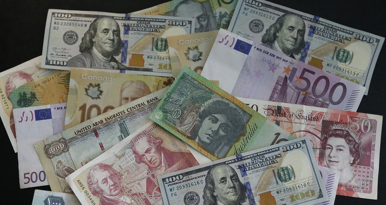 کاهش نرخ رسمی ۲۴ ارز در اولین روز هفته