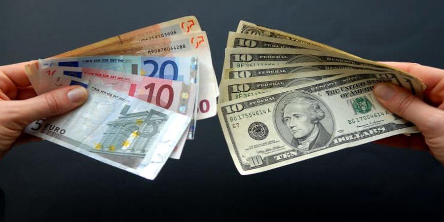 دلار کم نوسان باقی ماند